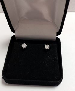 Picture of Medium Sized Solitaire DIamond Studs